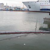 Barrage absorbant hydrocarbures en zone portuaire