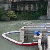 Barrage absorbant devant une station d'épuration